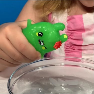 i dig... monsters! surprise toy revealed with ice cold water