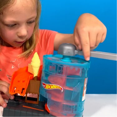 hot wheels ice cream meltdown playset elevator